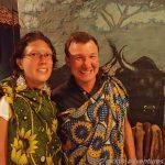 eingekleidet in afrikanischen Tüchern