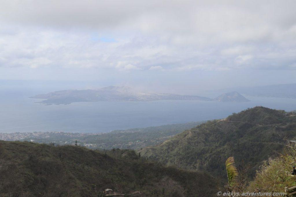 Aussicht auf den Taal Vulkan vom People's Park in the Sky