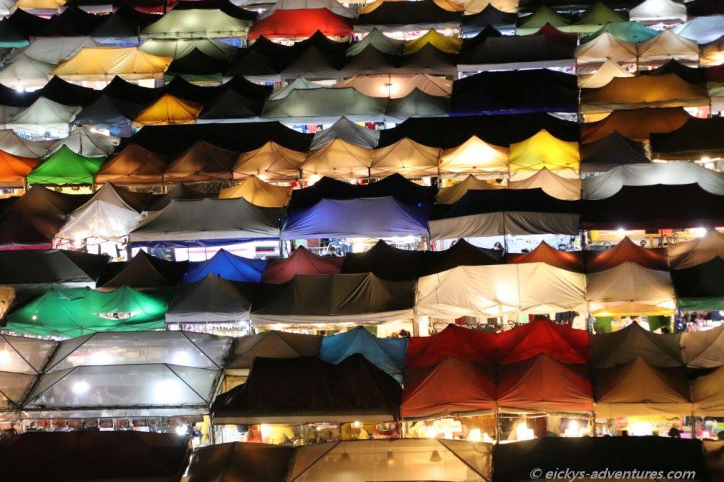 Taled Rot Fai Ratchada Nachtmarkt
