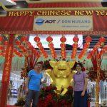Deko zum chinesischen Neujahrsfest am Flughafen Don Mueang