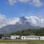 Blick auf den Mount Mayon vom Flughafen in Legazpi